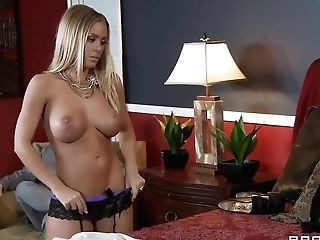 Hot Blonde Adult Movie Star Manuel Ferrara Is Fucking With A Lovely...