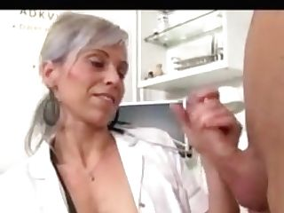 Beate Enfermera Jalandosela A Un Sujeto Y Se Viene En Sus Tetas
