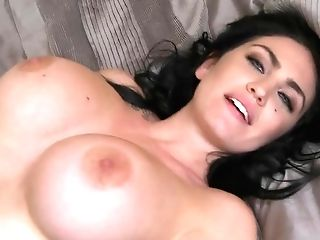 Gorgeous Big-chested Cougar London Jolie